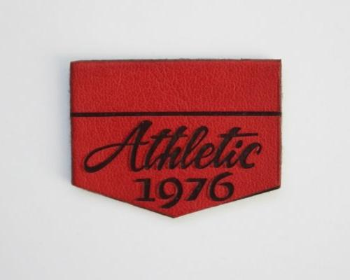 Эмблема нашив. кож.зам. 3*2,2 см Athletic 1976 (красная)